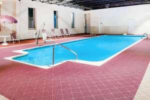 Baymont_pool